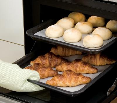ガスオーブンでパンを焼く