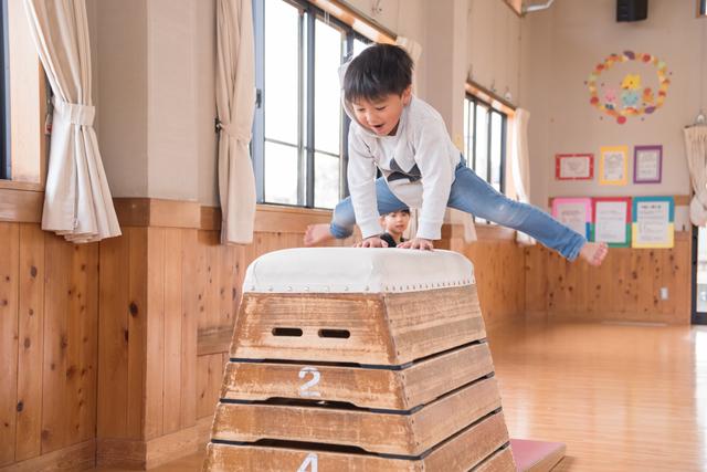 跳び箱にチャレンジしている子の様子